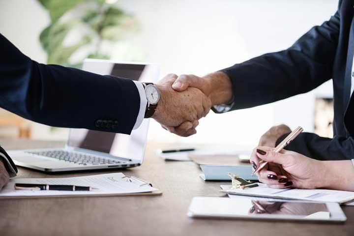 【志望動機例文つき】飲食業界から売買仲介営業に転職する際の履歴書の書き方